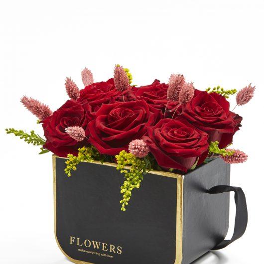 Σύνθεση Κουτί με κόκκινα άνθη