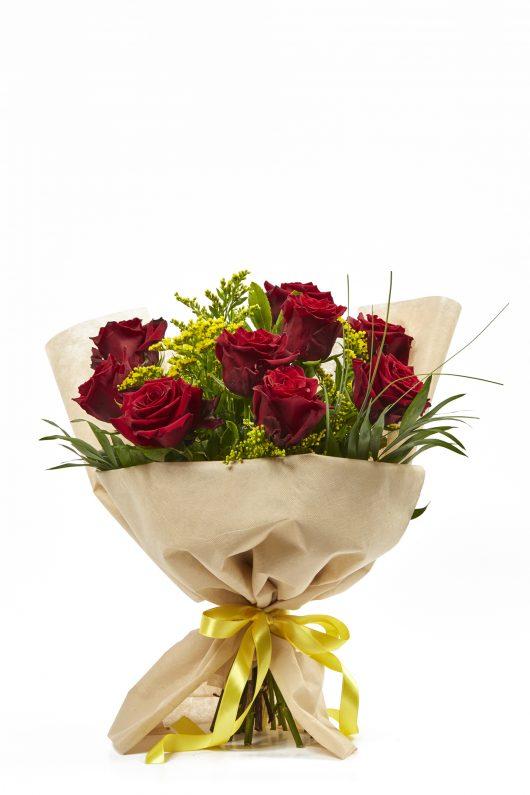 Μπουκέτο Λουλουδιών με Κόκκινα Τριαντάφυλλα
